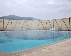 bayan kapalı termal havuz